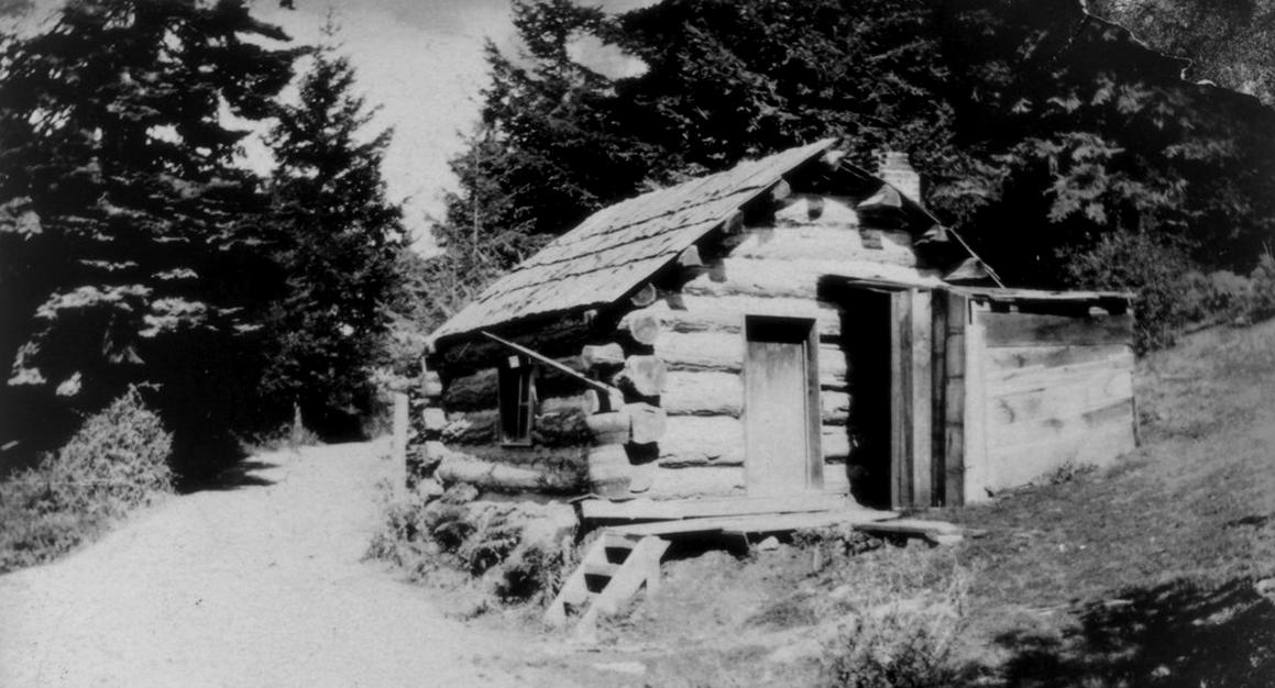 A log cabin at Roche Harbor