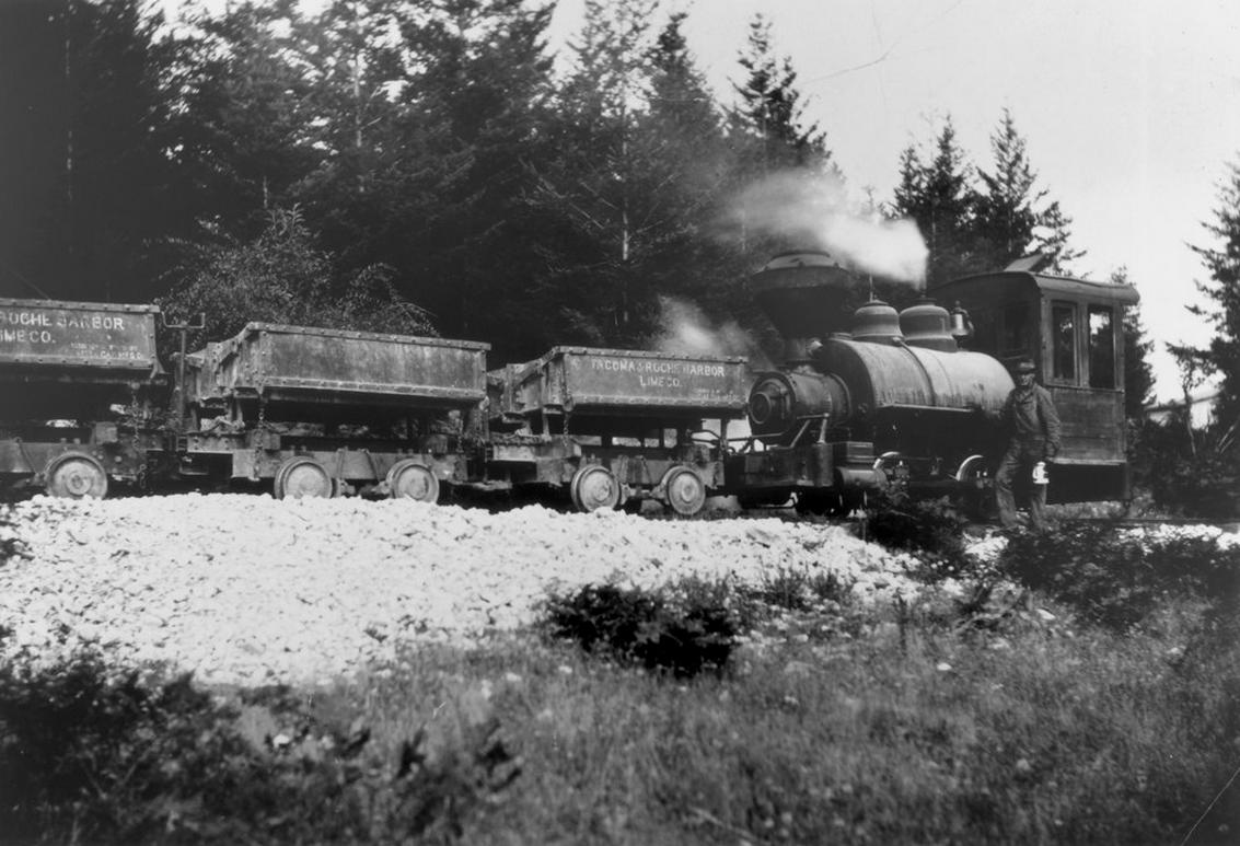 Early 1900's a train hauls lime from the quarry.